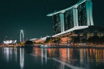 Scalo a Singapore: baia di notte