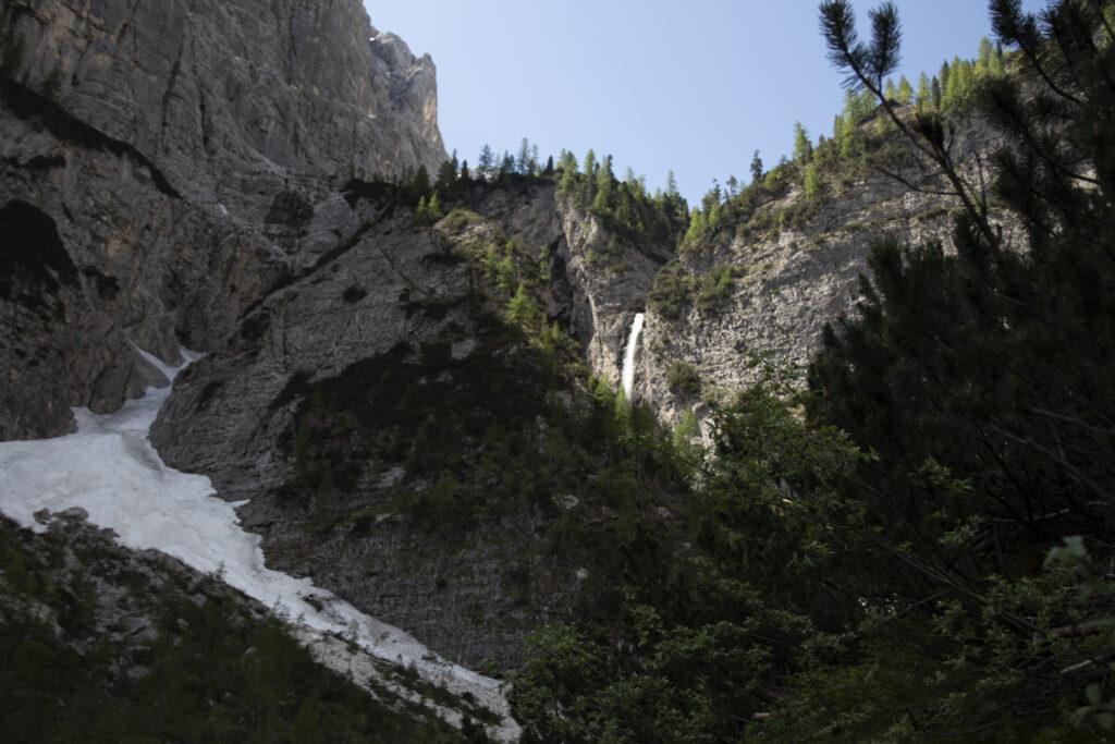 come raggiungere il lago di sorapis: la cascata